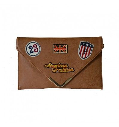 Bolso sobre patch camel